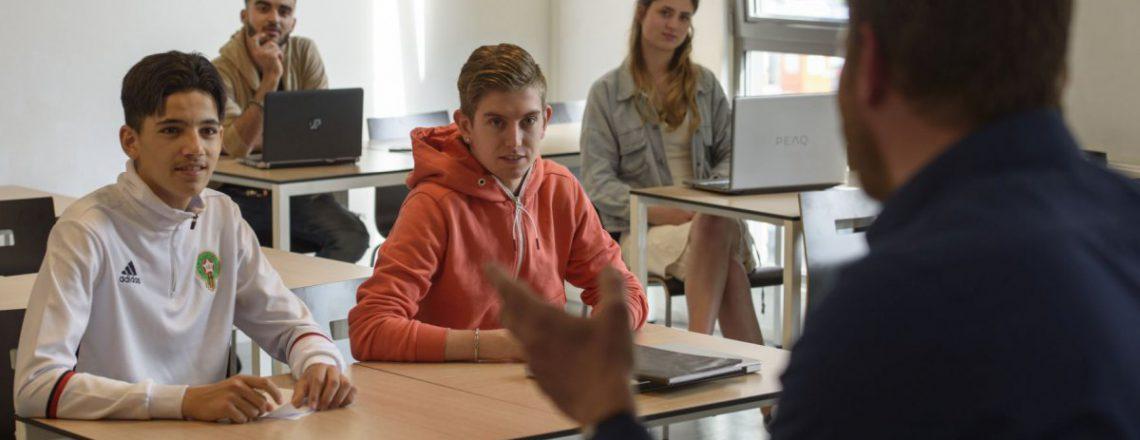 Business & Administration - Docent staat voor de klas